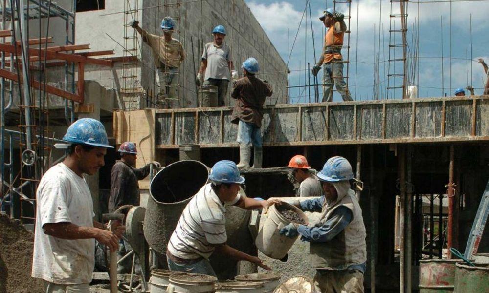 El empleo creció 11,8% en el país y un 30% en Santiago