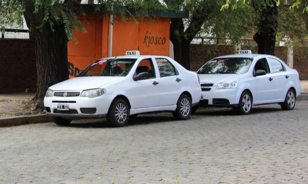 Suben 15% las tarifas de taxis y remises en Córdoba