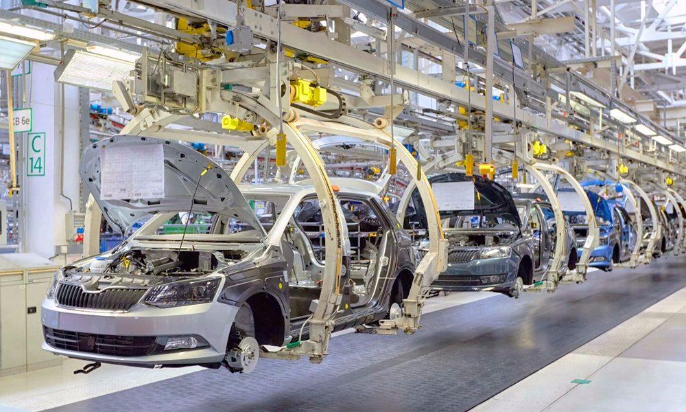 """Advertencia de la UIA: """"El empleo va a seguir cayendo lentamente ..."""