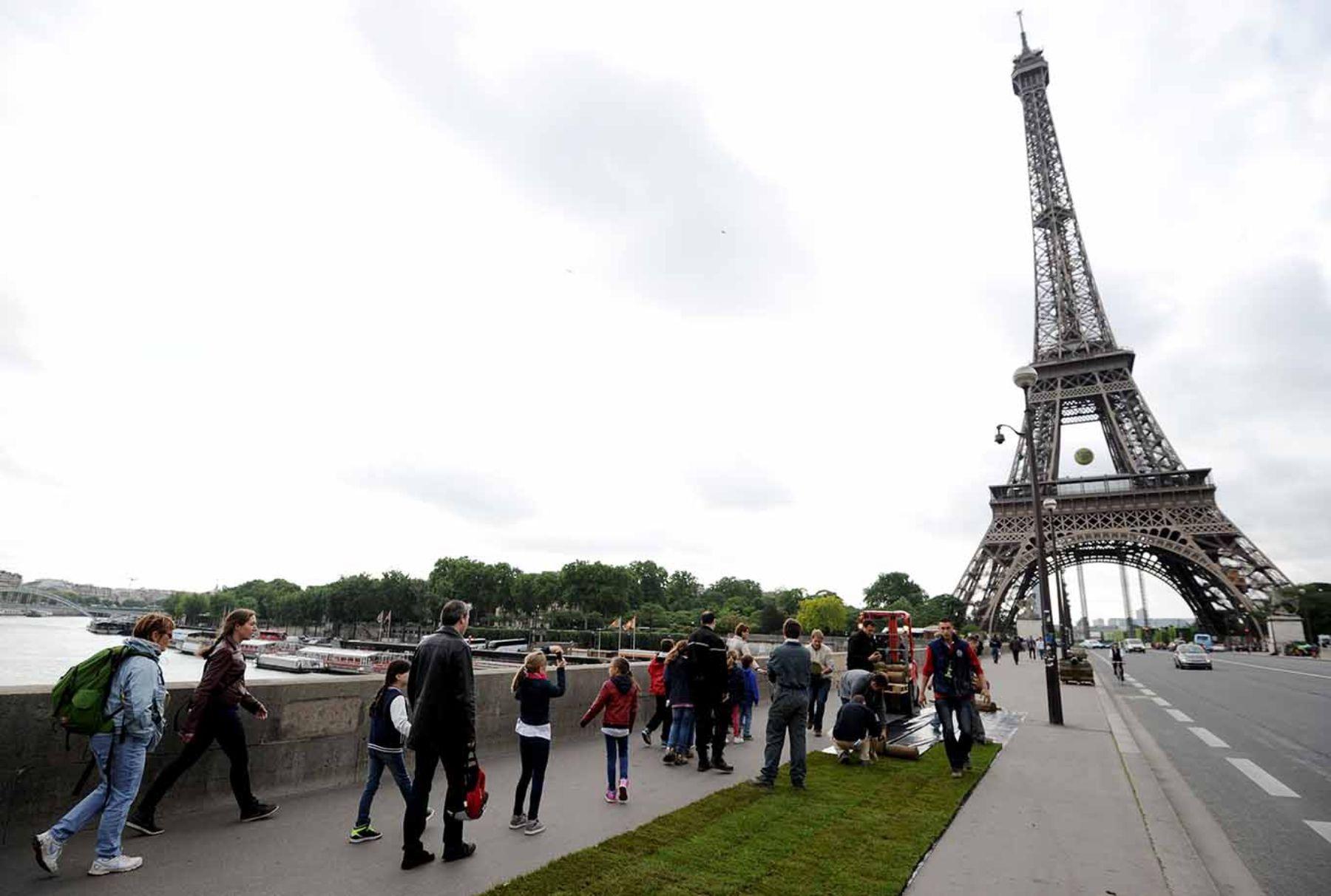 Bikes Online Canada >> Turistas decepcionados por el cierre de la Torre Eiffel - La Verdad Online de Junín, Buenos ...