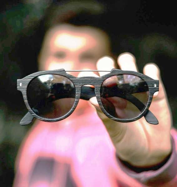 43664bcf1b Así como cuidamos nuestra piel de los rayos UV, debemos cuidar nuestros ojos,  protegiéndonos de ...