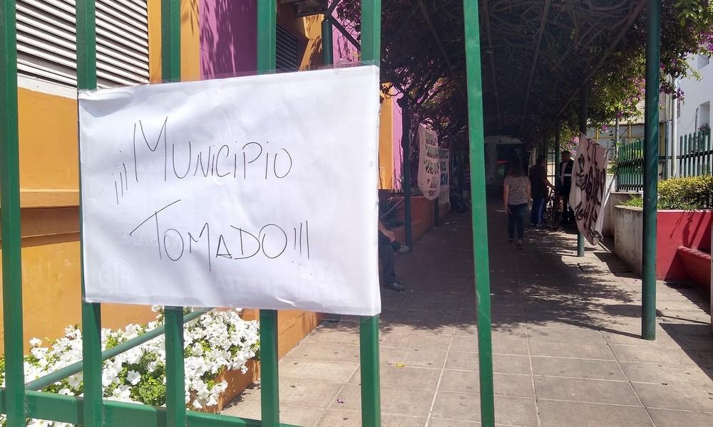 Empleados tomaron la municipalidad de Moreno - Diario La Verdad Junín