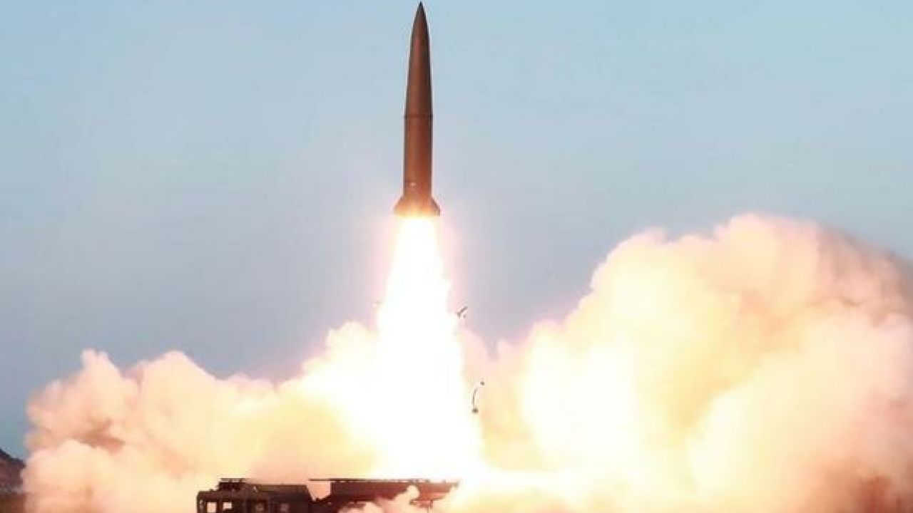 Resultado de imagen de Corea del Norte dispara tres proyectiles, el segundo lanzamiento de 2020