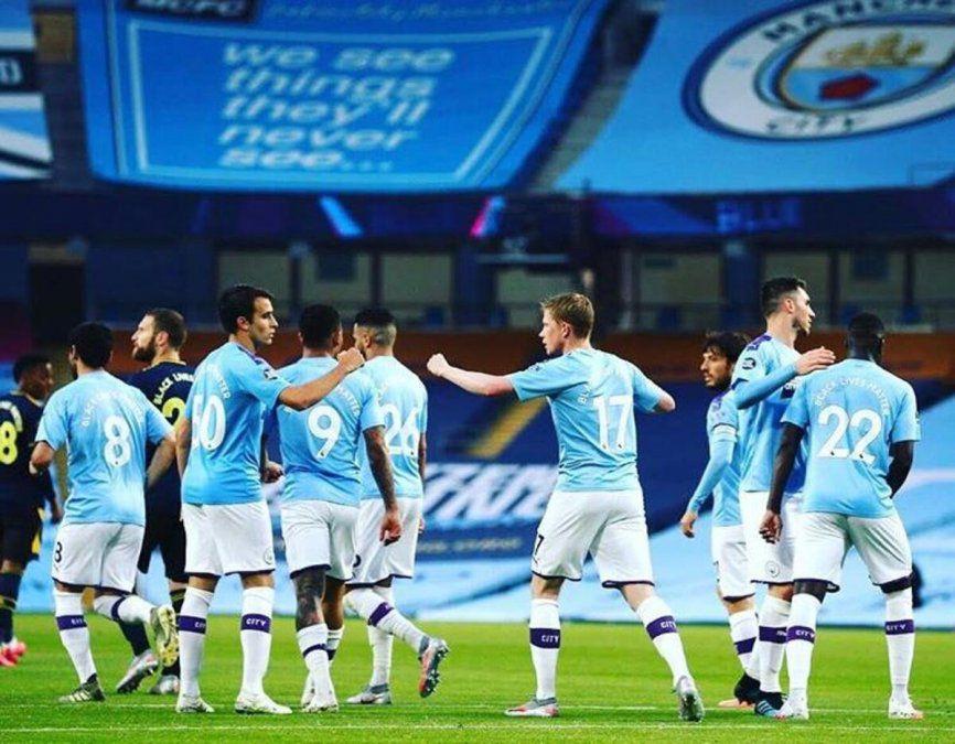 El Manchester City goleó 3-0 a Arsenal, en el regreso de la Premier League -